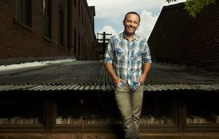 """For over a decade, Chris Tomlin has been providing the soundtrack for Sunday morning worship services around the world. His latest song, """"Jesus Loves Me"""" continues to show Tomlin's humble heart as one in awe of the love that God has for him.  More people have heard singer/songwriter Chris Tomlin's songs than Adele's, Katy Perry's, and Kelly Clarkson's combined. Chris Tomlin is undoubtedly one of the most successful songwriters of our generation, as well as the most humble.  A Texas native…"""