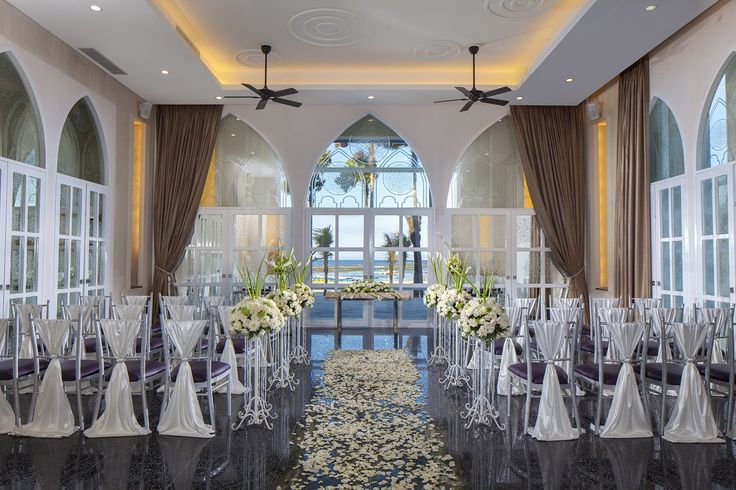 Think about your wedding style, your guest list size and the general mood you want to set, visit The Wedding Venue at Mantra Sakala Resort & Beach Club Bali, and mark your date!