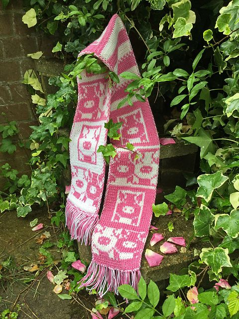 Pink Pigs Scarf by Sylvia Leake - I am offering this pattern free for approximately 24 hours until 5:00pm British Summer Time on 4th August, 2016.