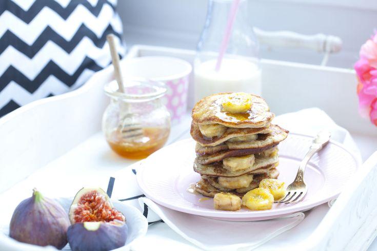 Placuszki bananowe (banana pancakes) bez cukru i mleka – pomysł na śniadanie, od którego się uzależnisz.