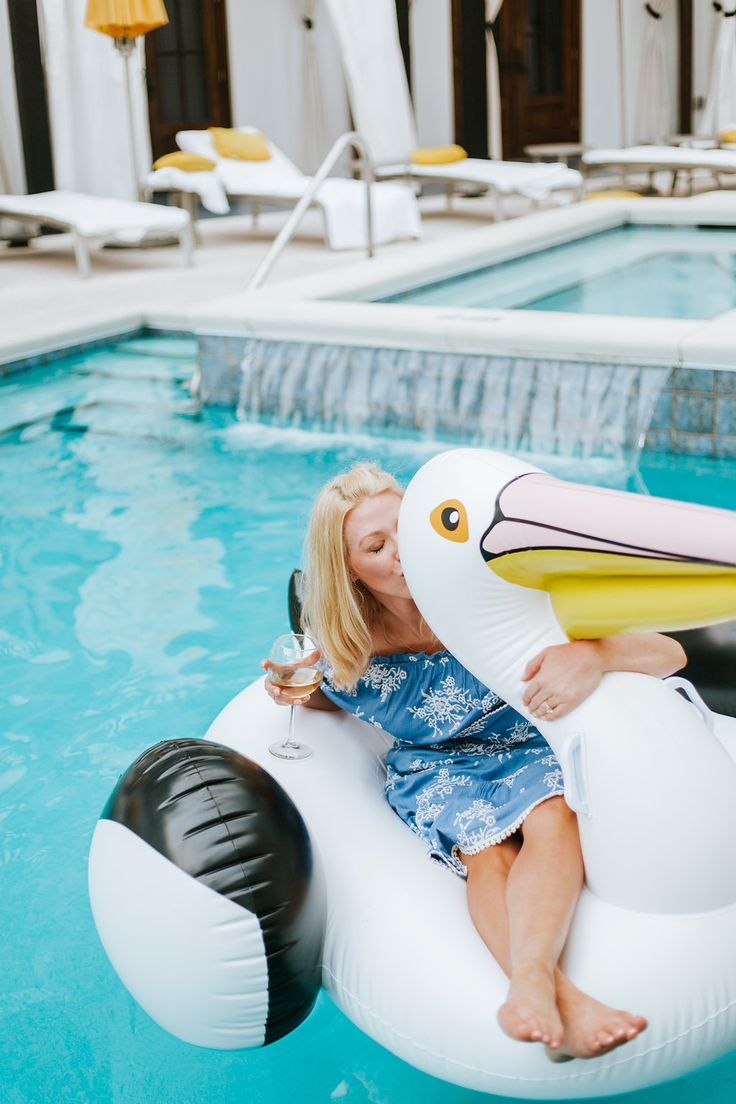 Best pool floats for 2017. The pelican is the new swan pool float! Great family pool raft for kids.