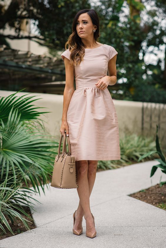 5 Do's & Don'ts of Wedding Guest Attire | Sequins & Things. Little nude dress. Nude total look. Fashion trends.