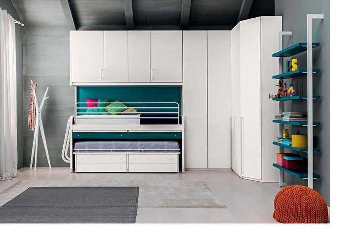 Ponte lineare con armadi, letti scorrevoli con scaletta laterale: letto inferiore con 4 cassetti, superiore con scrivania estraibile e 2…