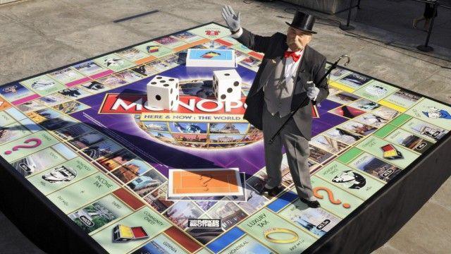 Genossen in der Schlossallee: Der Hersteller von Monopoly sammelt via Facebook Vorschläge für neue Spielregeln. Wird das Kapitalistenspiel jetzt sozialistisch?