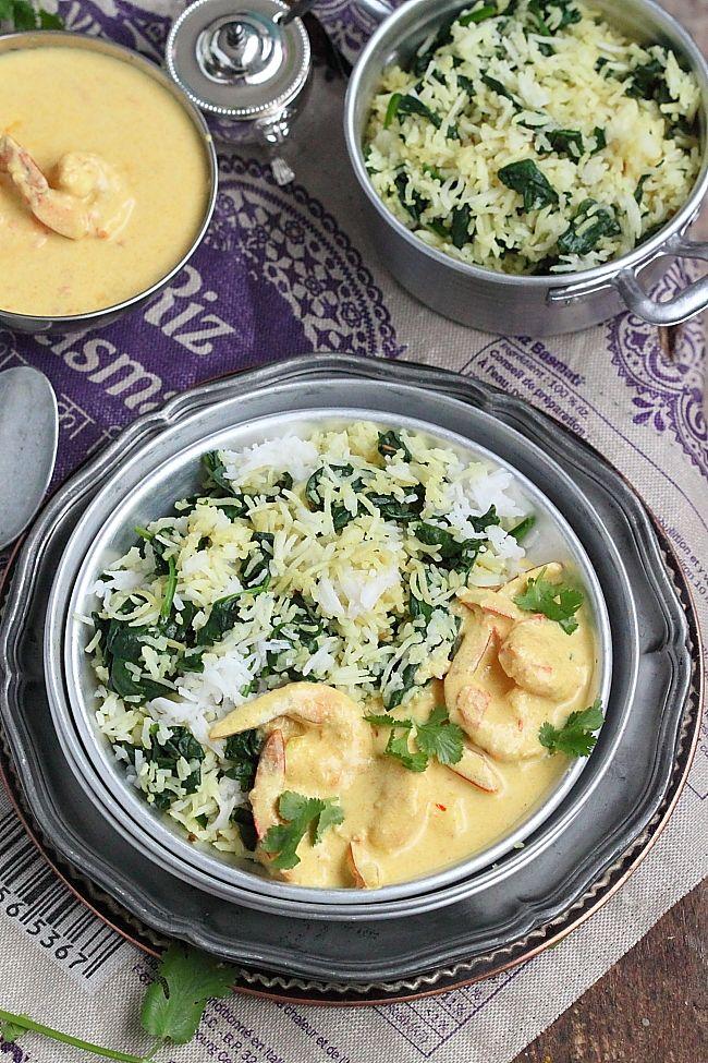 Une délicieuse recette de curry de gambasaccompagnéde son riz sauté aux épinards pour faire voyager vos papilles dans des contrée lointa...