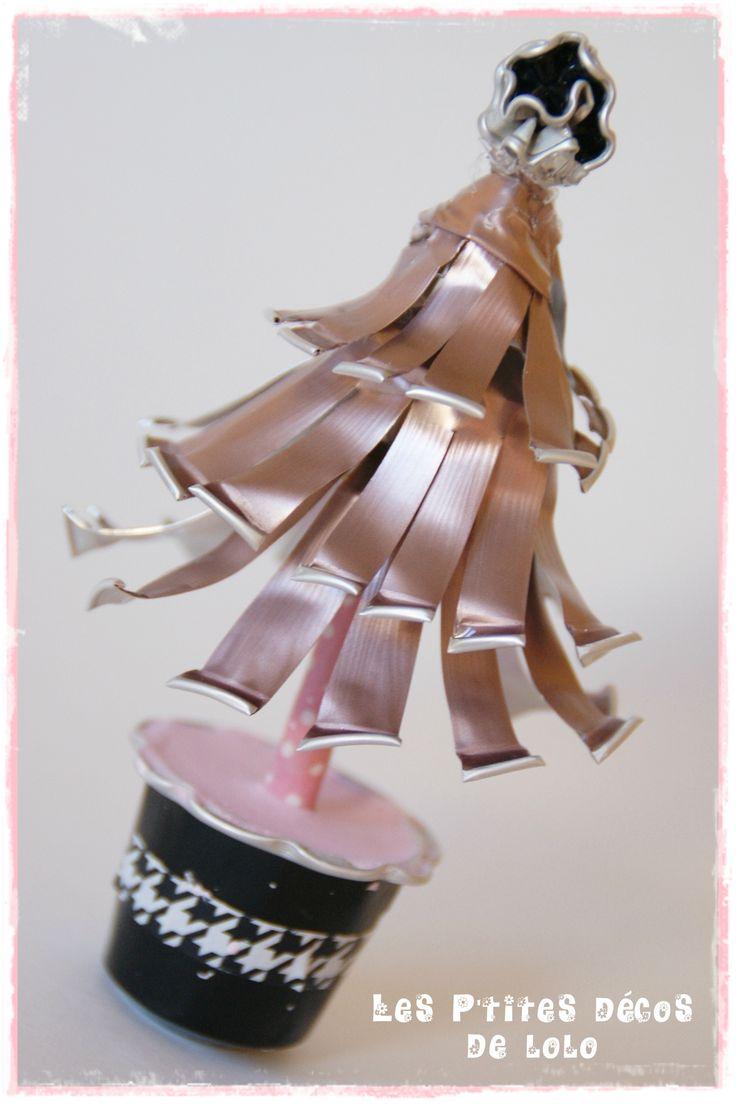 Mini sapin girly avec des capsules nespresso bricolages pour enfants pinterest mini sapin - Decoration avec capsule nespresso ...