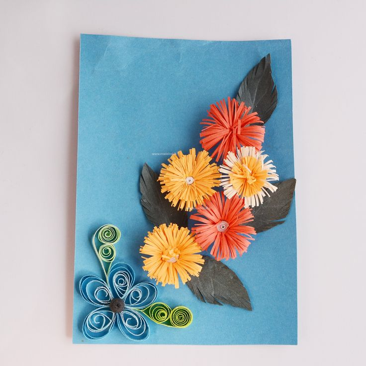 This amazing paper quilling design is filled with a unique sense of beauty and is attractive. It shows a bunch of gerbera flowers. The combinations of the colors are elegant.