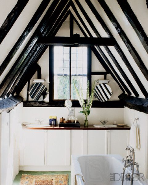 In garden designer Marie-Christine de Laubarède's manor in the English countryside, a guest bath is nestled under the eaves.