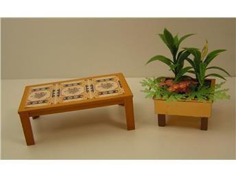 Soffbord och gröna växter från 70-tals Lundby dockskåp