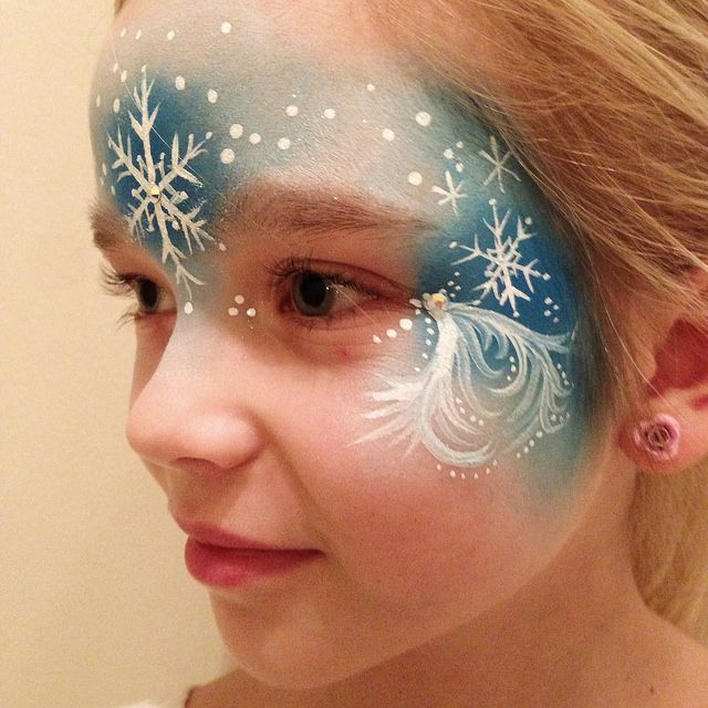 Elsa face paint by naztrida via flickr caritas pintadas for Frozen face paint