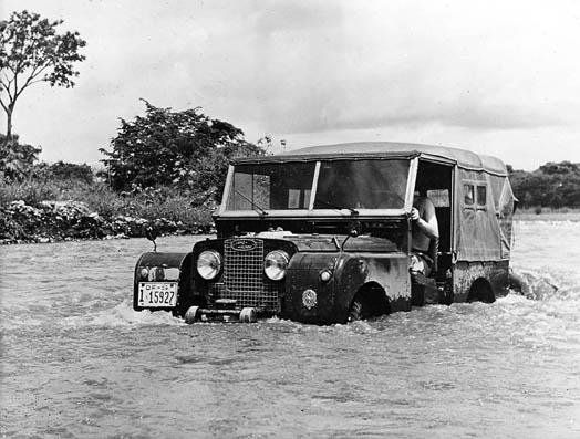 Liked by www.4seaononline.co.uk - suppliers of bespoke aluminium bifold door systems, rooflights / roof lanterns / skylights A classic goes fording. #LandRover