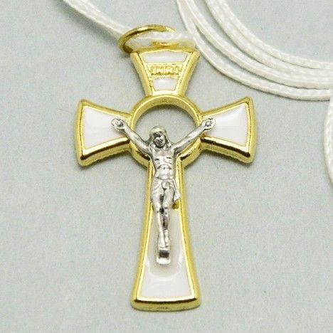 Croce per Prima Comunione in metallo dorato con smalto Bianco simile alla madreperla. Disponibili due misure: cm 4 e cm 8,5. Corredata di laccio bianco.