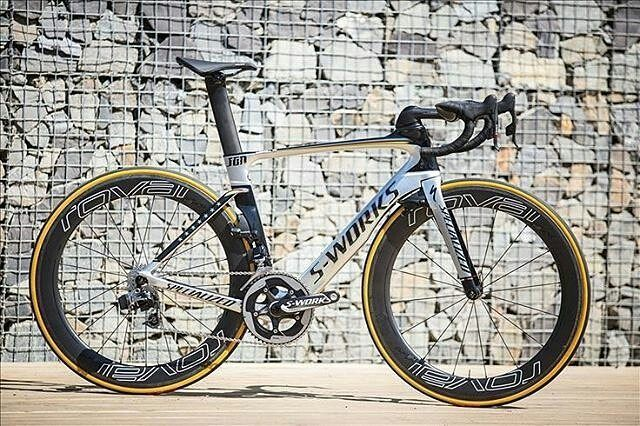 S-Works Venge Vias.. Pic @chrisceglanski - . Find me on Instagram @bestbikekit Facebook - bestbikekit Twitter @bestbikekit Web: www.bestbikekit.com . #sworks #venge #specialized #iamspecialized #roval #sram #etap #carbon #speed #fitness #racing #roadbike #bikeporn #instabike #instacycling #bestbikekit #instalike #instagood #garmin #strava #aero #velo #endurance #rapha #rcc #sprint #triathlon #tri #triathlete #lightweight