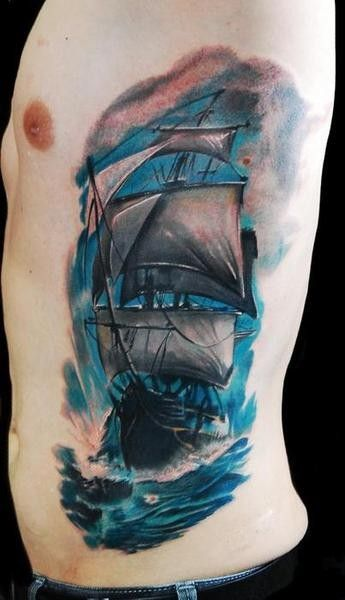 Tatuagem Navio pirata nas costelas