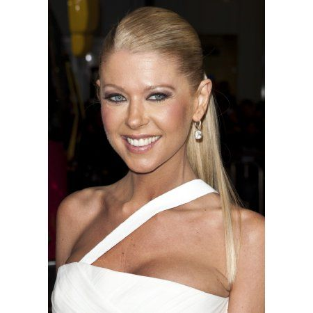 Tara Reid At Arrivals For American Reunion Premiere Canvas Art - (16 x 20)