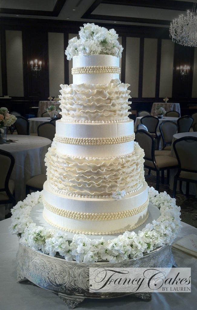 17 Best 1000 images about White wedding cakes on Pinterest Sugar