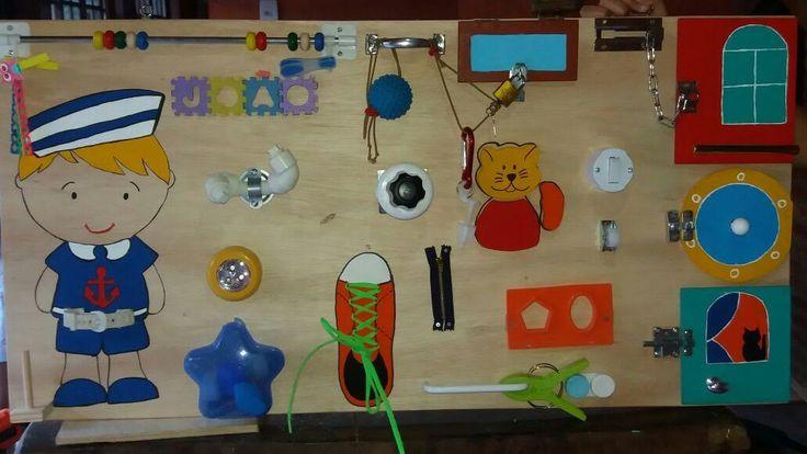 Quadro de atividades confeccionado em compensado medindo 1me10cm/55cm. Figuras pintadas a mão. Feito por encomenda.