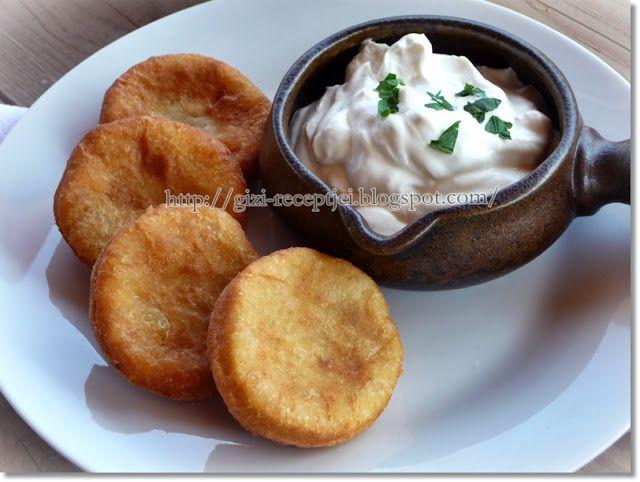 Ez a krumplis pogácsa igen egyszerűen összeállítható, és a többi pogácsával ellentétben, nem kell keleszteni, hanem rögtön bő forró olaj...