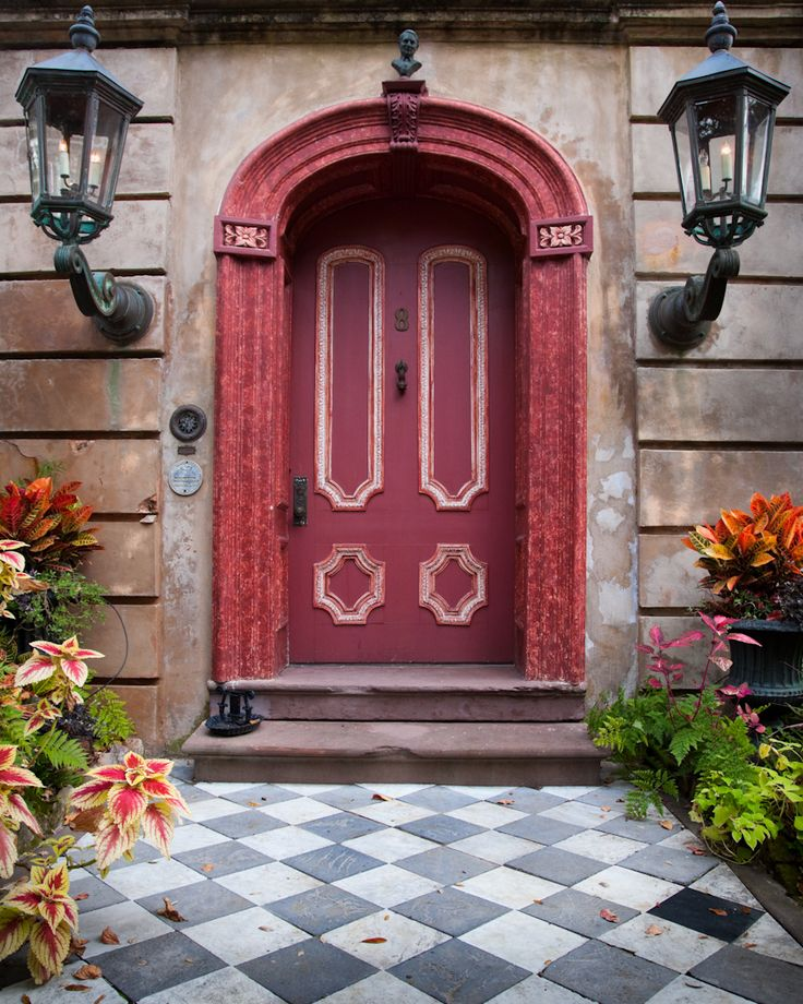 hueandeyephotography:  Arched Door with Large Lanterns, Charleston, SC © Doug Hickok All Rights Reserved More here… hue and eye   ..rh