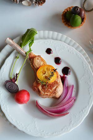 ラムチョップの香草ソテー ワインソース添 by 青山清美(金魚 ... 取り分ける時は、2にお好みで粗挽き胡椒を振り 1のソースを添えて完成。ソースをつけながら食べて頂きます
