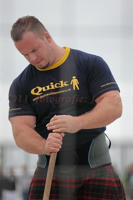 THE KILTED HOTTIE OF THE DAY This is why you should go to the Highland games....attendance is mandatory for local kilt inspectors. image:http://www.highlandgamesfederatie.org/archief2011.html