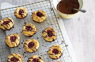 Strawberry and Coconut Macaroons   Baking Recipes   Tesco Real Food - Tesco Real Food