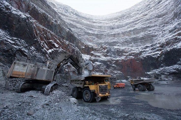 Спрос на предметы роскоши в России и Якутии в настоящее время резко сократился В 2016 году в Якутии произведено бриллиантов на 67 миллионов долларов, что на 54% ниже чем в 2015 году. Также на 32% с…