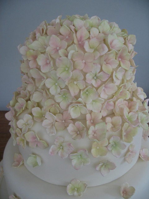 Pink and green sugar hydrangeas by Stacey's Cakes, via Flickr