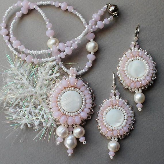 Jewelry set Beaded Necklace with pearls pink Beaded pendant