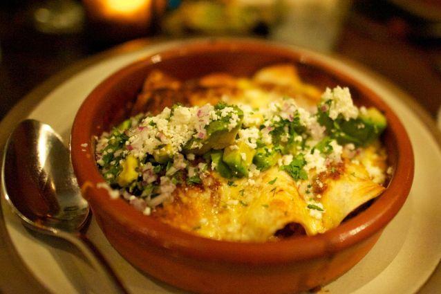 Facili da preparare e molto saporite, le enchiladas sono un secondo piatto tipico della cucina messicana. Numerose le varianti della ricetta originale: da quella vegetariana a quella con guacamole.
