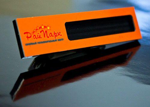 Изготовление бейджей и значков на заказ в Брянске. Бейджик по индивидуальному заказу для Рай Парк.