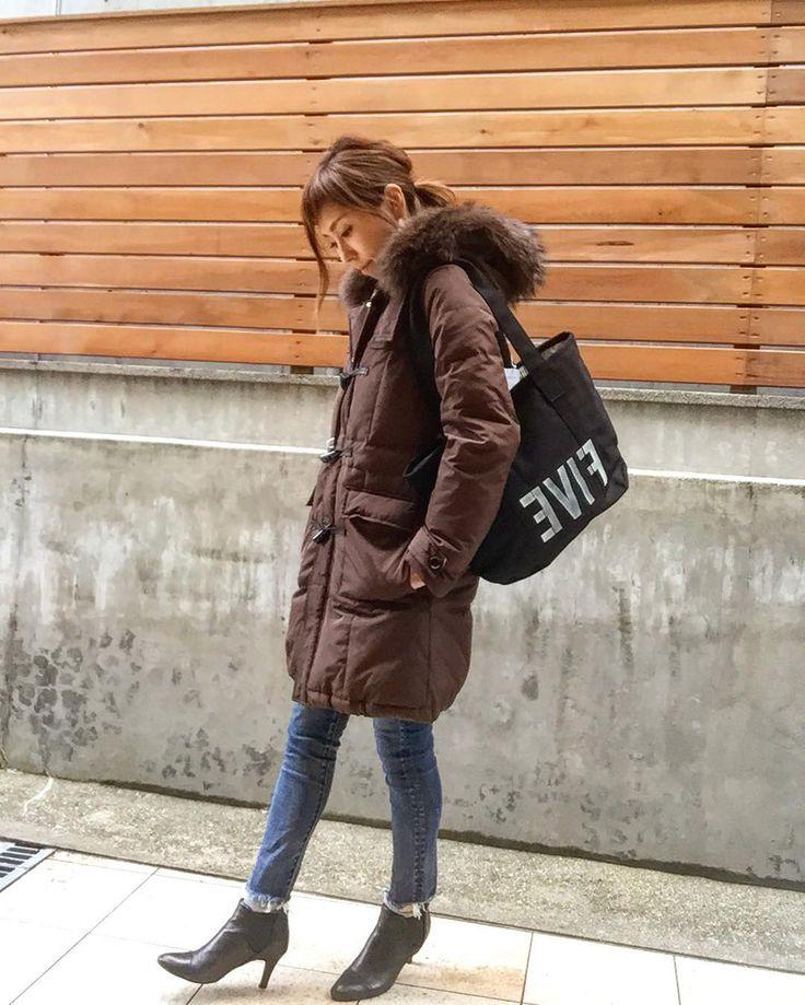. ゚゚゚さぶぅ(((゚艸゚))) アウターフェアも残すところ あと4日 このプレミアムダッフルコート めちゃくちゃ暖かくてしっかり防寒 CCCROSSのアウターは 寒い冬の味方っ ポケットの中にボアが付いてて 冷えた手に優しい しかも肌触り最高ですっ .  #cccross #ダッフルコート#ダウンダッフル  #コート #coat #アウターフェア #あったかい #突然寒い #東京雪 #コーディネート #今日のコーディネート #unsourireコーデ #outfit #ootd #