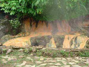 BANYUMAS, (Tubas) - Pancuran Pitu (tujuh pancuran air) sebuah obyek wisata air panas di kawasan wisata Baturaden Kabupaten Banyumas Jateng.