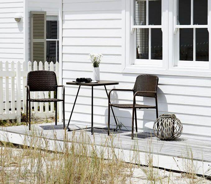 Felinarele sunt o modalitate simplă prin care poți obține o atmosferă romantică în spațiile outdoor, fie că sunt așezate pe verandă, agățate de o ramură de copac sau puse pe masa din grădină. #gardeninspiration #ideigradina #decoratiuni #mobiladegradina