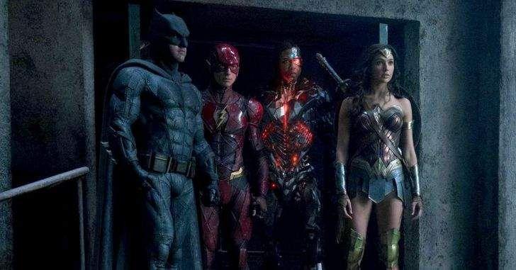 Até o momento, o universo expandido da DC tem sido bem linear. Mulher Maravilha vai ser o primeiro filme a se distanciar um pouco disso, já que se passará, em sua maior parte, na primeira guerra mundial. Essa linha do tempo fluída poderá se tornar padrão nos futuros filmes do estúdio.O próprio Batman Vs. Superman …