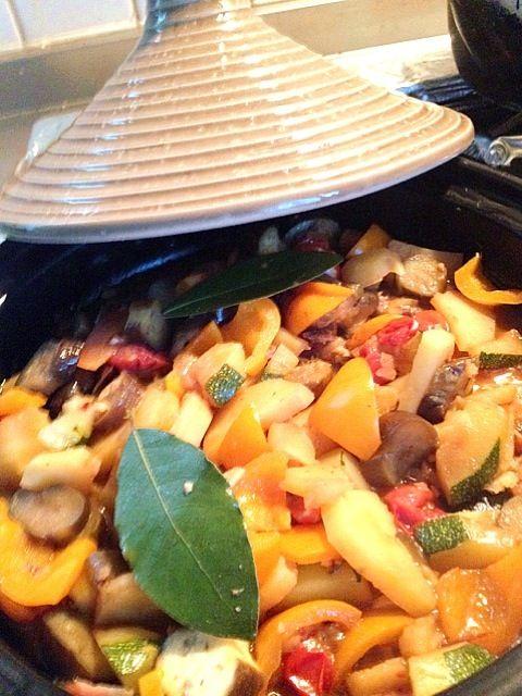 久々のタジン鍋です。やっぱり蒸し料理は最高‼ - 16件のもぐもぐ - タジン鍋で   ホットサラダ  アンチョビソース by mari miyabe