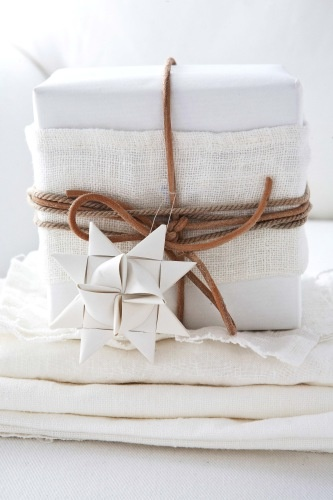 white / star / christmas present / gift wrapping / neutral / natural