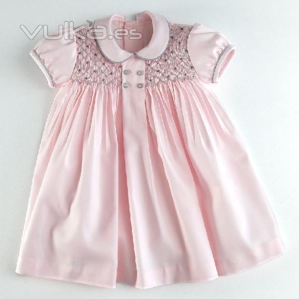 Vestido de niña bebé, vestido con nido de abeja. Vestido con punto smock.