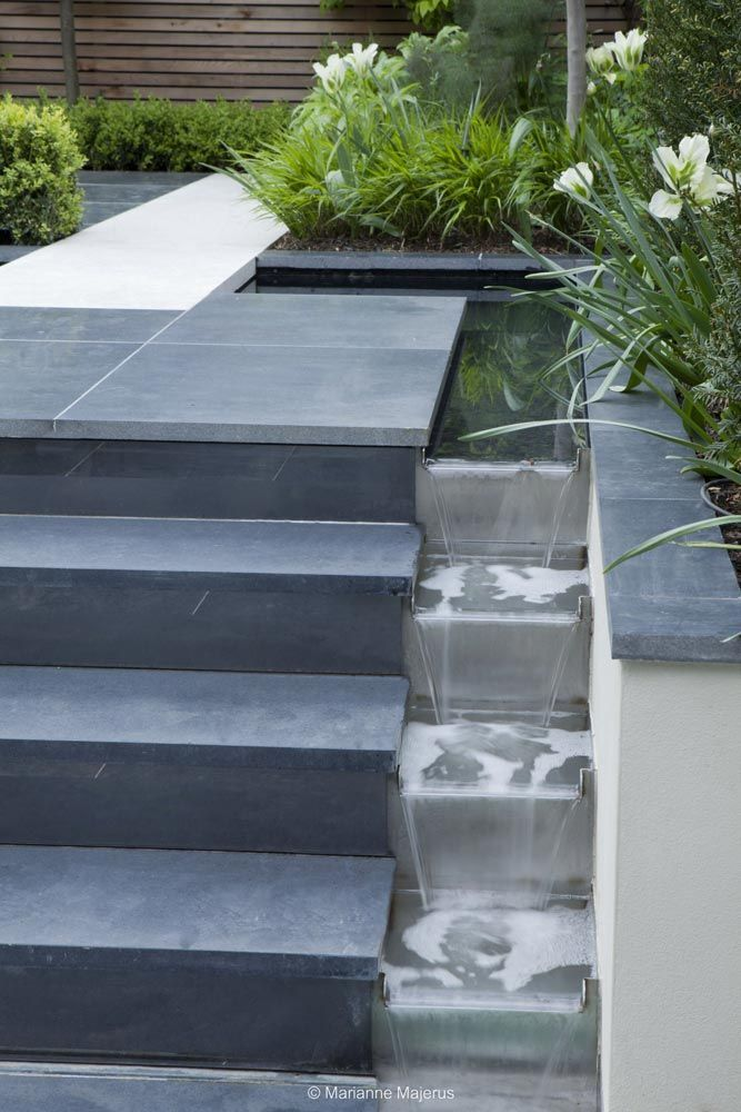 Party garden in Chiswick | Charlotte Rowe Garden Design Water detail