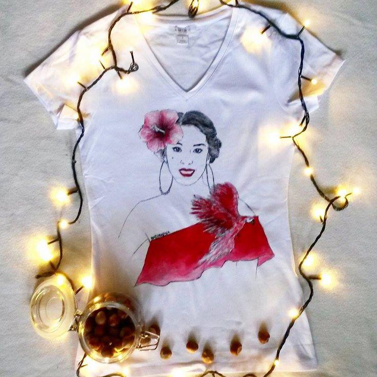 Koszulka ręcznie malowana z dziewczyną MACADEMIAN GIRL, Tamara Gonzales Perea,hand painted t-shirt girl