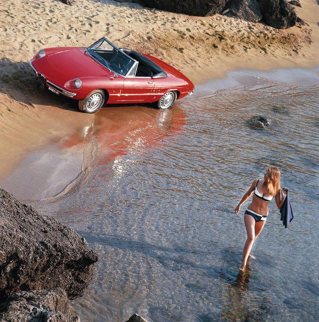 Stubs Auto - Alfa Romeo Spider Duetto (1966-1993)  Plus de découvertes sur Le Blog des Tendances.fr #tendance #voiture #bateau #blogueur