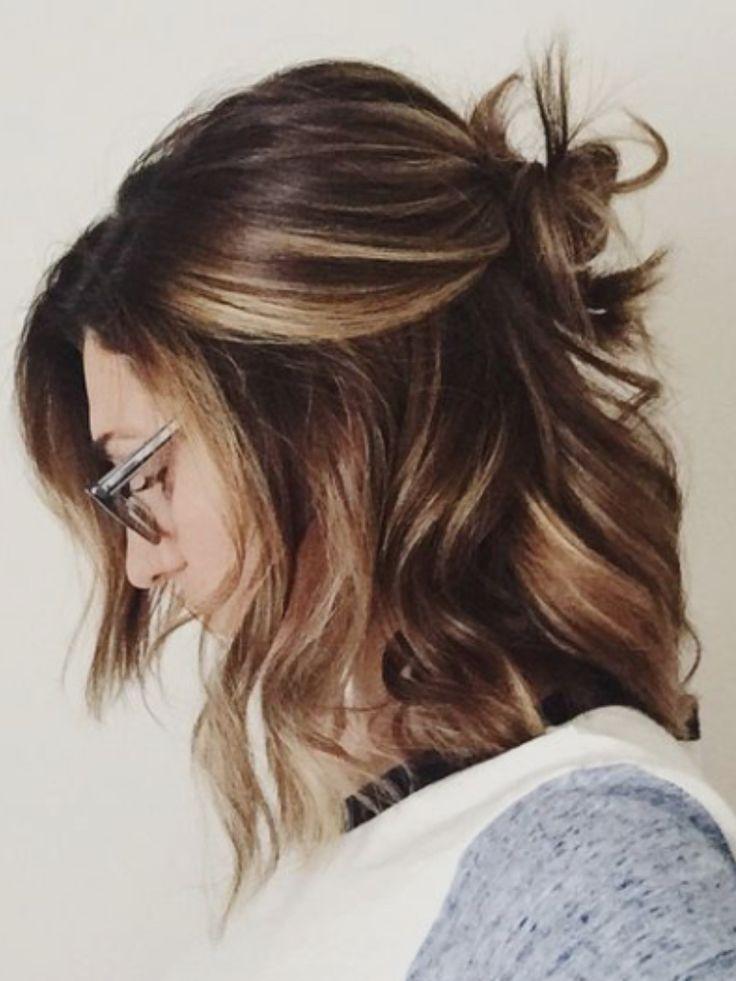 Bun et cheveux ondulé