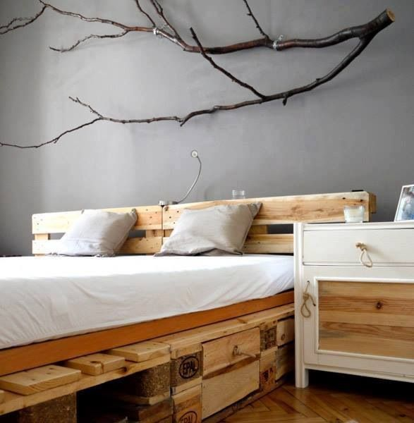 Pallet bed - Home decorating - tree branches wall decor