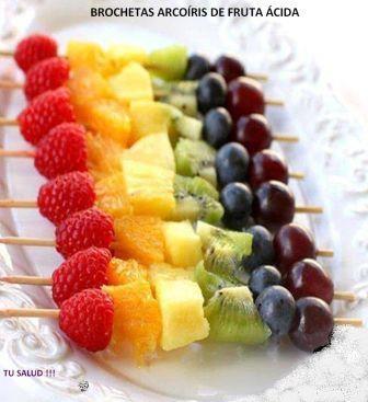 Brocheta Arco Iris de Frutas: Ingredientes: Mora roja, Naranja, Pina, kiwi y Arandanos y poner en forma de brocheta y lista para disfrutar !!!