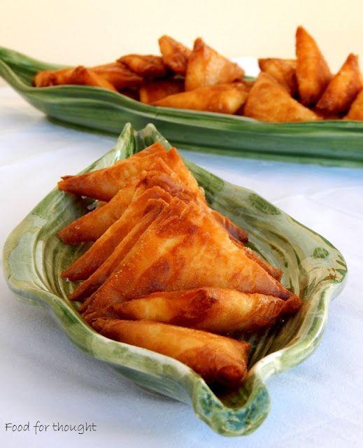 Food for thought: Τρίγωνα τηγανητά τυροπιτάκια
