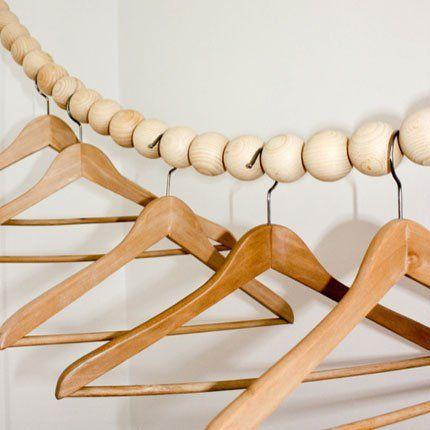 Tringle garde-robe en perles de bois de hêtre de Design Furs Heim chez Paper plane Home