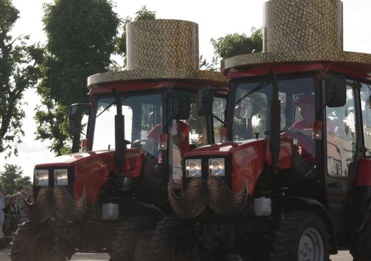 """Трактор """"Беларус-320.4"""" в """"шляпе"""""""