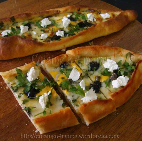 Peynirli Pide (pizza turque)