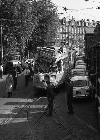 683  Aankomst bij de Hoofdwerkplaats Tollensstraat 1970