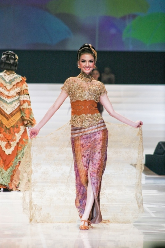 Indonesian traditional attire : Kebaya, with laces & tile